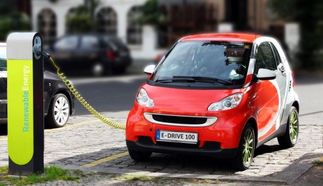 Foto: Primiţi 10.000 de euro la cumpărarea unei maşini electrice. Care sunt avantajele şi dezavantajele unui autoturism eco