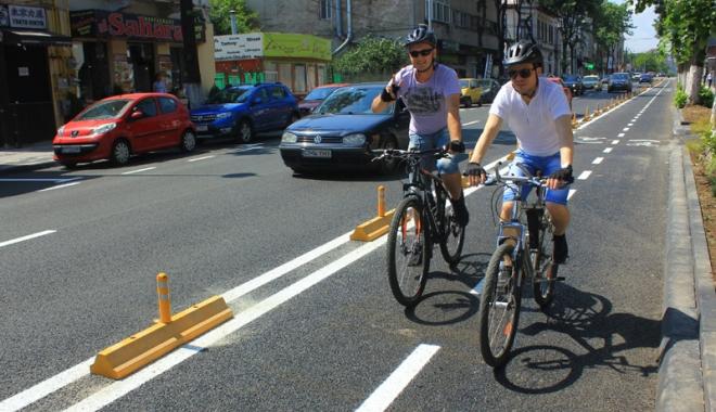 Foto: Codul Rutier, modificat pentru biciclişti. Amenzile sunt prea mari, iar poliţiştii închid ochii la abateri