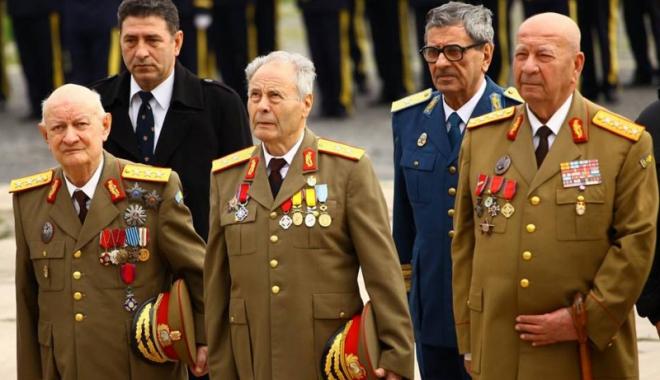 Foto: Guvernul suspendă actualizarea pensiilor militare