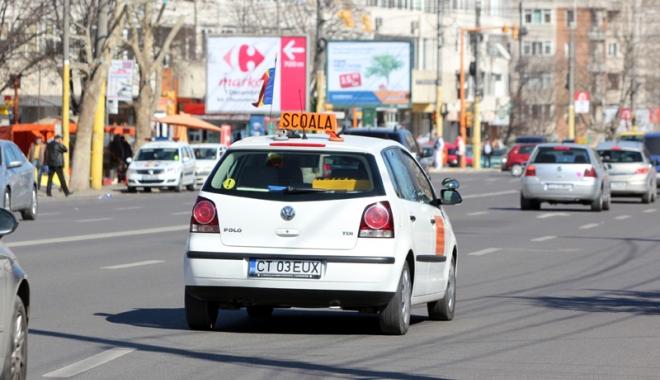 Instructorii auto independenți, scoși de pe piață. Sunt obligați să-și facă școli de șoferi - jos-1502121316.jpg