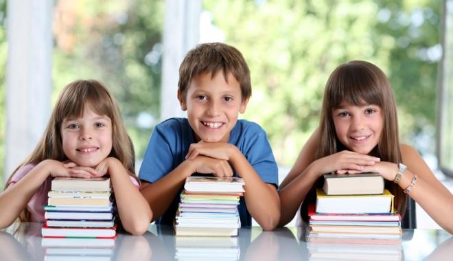 Foto: Gata cu experimentele în învăţământ! Va fi introdusă Legea manualului şcolar