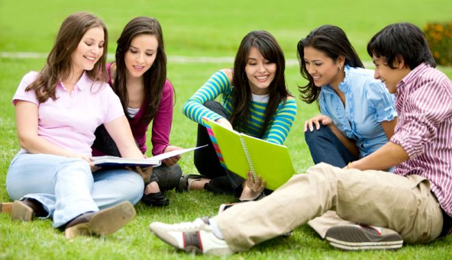Foto: Elevii şi profesorii vor vacanţe mai lungi. Când începe şcoala, la toamnă