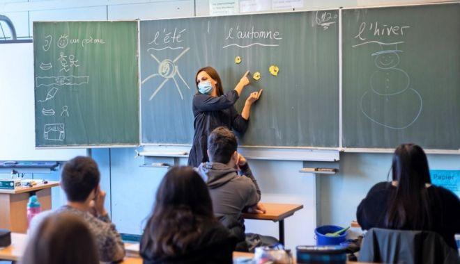 Recuperarea materiei pierdute în şcoala online, la latitudinea şi devotamentul profesorilor - jos-1610050350.jpg