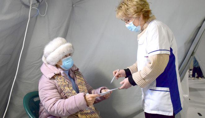 """Vârstnici şi bolnavi, în aşteptarea vaccinului. """"Au spus că vom avea prioritate, dar am fost păcăliţi"""" - jos-1611864070.jpg"""