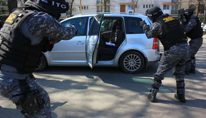 Sunt polițiștii din Constanța pregătiți pentru o luare de ostatici, precum cea de la Onești? - jos-1614799897.jpg