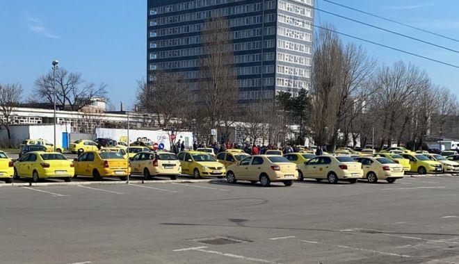 """Revoltă între taximetriști: """"Ne dau în cap, ca să deschidă larg ușa transportului alternativ!"""" - jos-1614972983.jpg"""