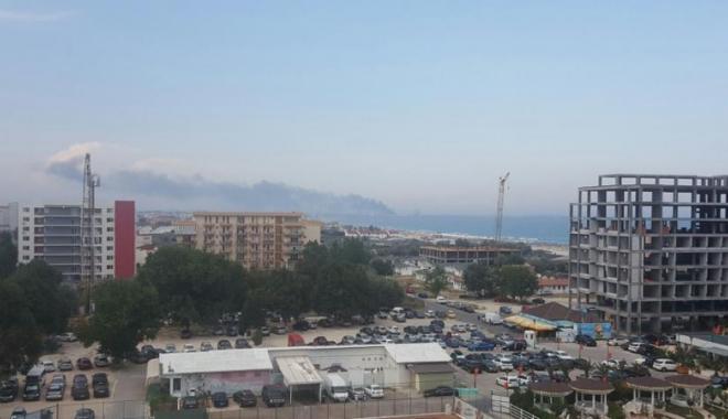 Foto: Explozie la Rafin�ria Petromidia. Patru persoane au fost r�nite