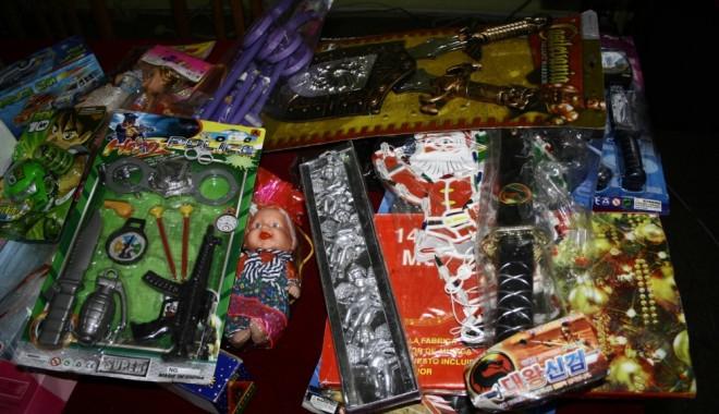 Foto: Jucării şi articole de uz casnic contrafăcute, descoperite în portul Constanţa