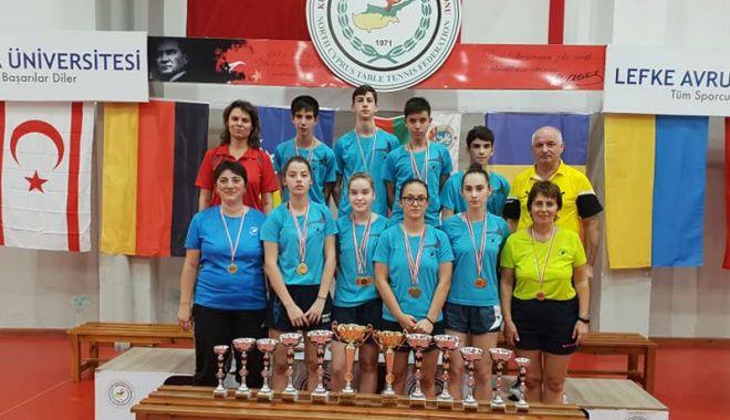 Foto: Jucătorii de tenis de masă constănţeni, medaliaţi  la turneul din Cipru