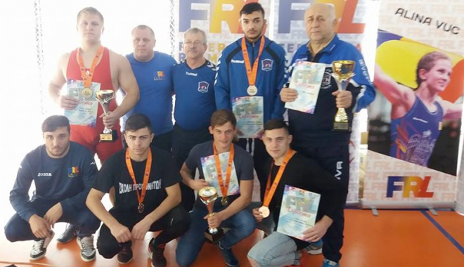 Foto: Constănţenii, pe podiumurile competiţiilor naţionale de lupte