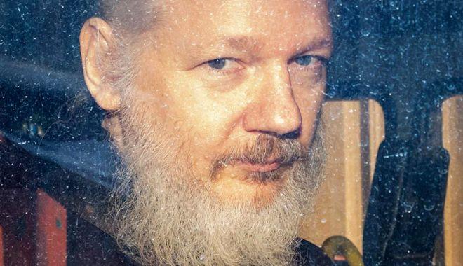 """Foto: Bloomberg: Assange, dus la închisoarea cunoscută drept """"Guantanamo a Marii Britanii"""""""