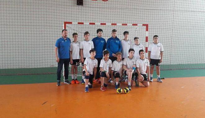 Foto: Juniorii de la  HC Dobrogea Sud, la turneul final  de la Baia Mare