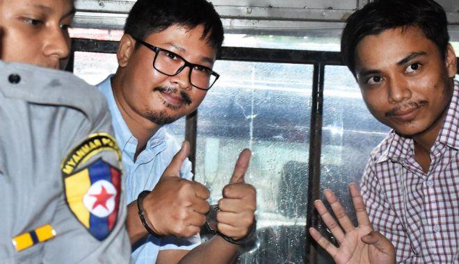 """Foto: Jurnalişti Reuters, aflaţi în detenţie, recompensaţi cu Premiul """"Guillermo Cano"""" pentru libertatea presei"""