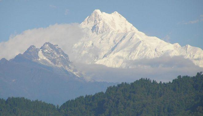 Doi alpinişti au murit în Nepal, în timpul unei expediţii pe cel de-al treilea cel mai înalt munte din lume - kangchenjunga-1557992931.jpg