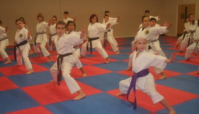 """Foto: Karate: """"EDUCAŢIA MARŢIALĂ - DRUMUL SPRE CUNOAŞTERE!"""""""