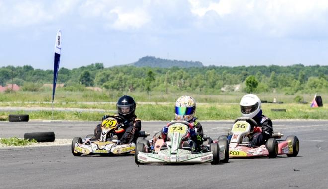 Foto: Gata de start, în etapa a lll-a a Campionatului Naţional de karting