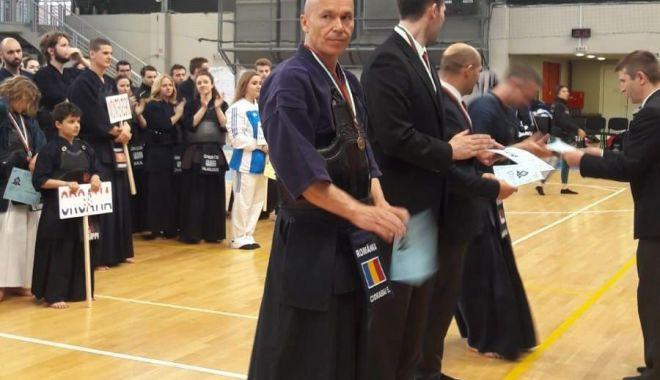 Foto: Ervin Ciorabai, medaliat cu bronz la Balcaniada de kendo