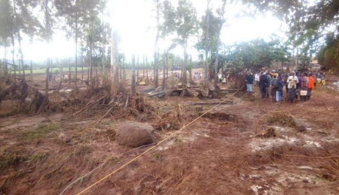 Zeci de morţi şi dispăruţi după ce un baraj s-a rupt din cauza ploilor abundente - kenyabaraj242439300-1525941598.jpg