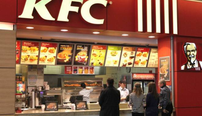 Foto: KFC şi Pizza Hut fac angajări. Iată ce caută