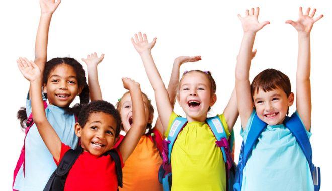 Foto: Copiii învaţă să dăruiască