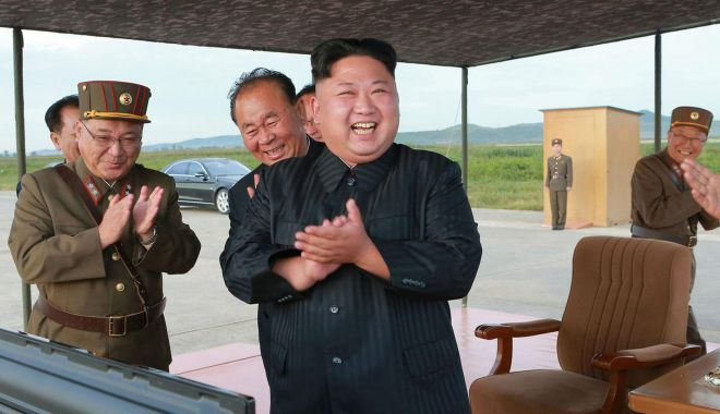 Foto: Kim Jong Un a ordonat un exerciţiu de lovitură cu rază lungă de acţiune