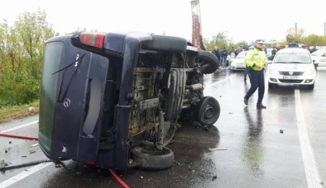 Foto: Plan Roşu de intervenţie! Patru maşini sunt implicate într-un accident rutier: un mort şi 14 răniţi