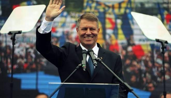 Foto: Klaus Iohannis devine cel mai popular politician pe Facebook