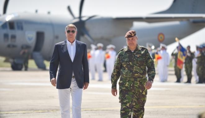 Foto: Președintele Klaus Iohannis participă la exercițiile militare de la Cincu