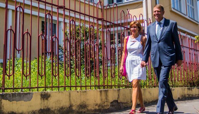 Foto: Klaus Iohannis, petrecere la Neptun cu soția