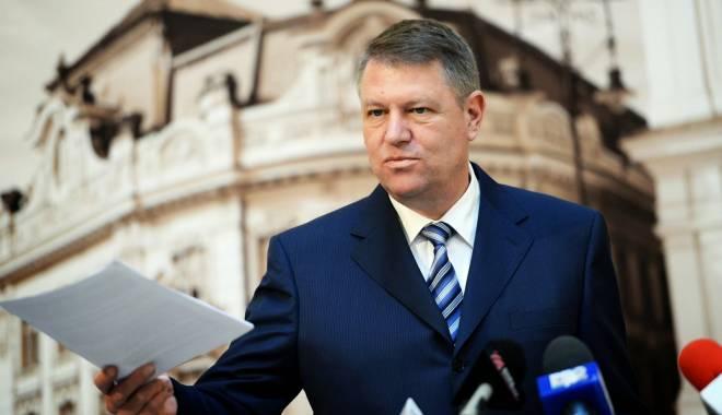 Foto: Klaus Iohannis, prezent la ceremonia în memoria celor opt militari decedaţi