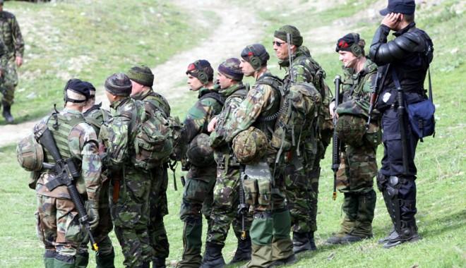 Militarii americani participă la…curățarea plajei din Năvodari - kogalniceanuarmatamilitari136560-1411641839.jpg