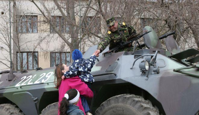 Foto: Imagini de colecţie! Militari români, misiune specială în Kosovo, 2005