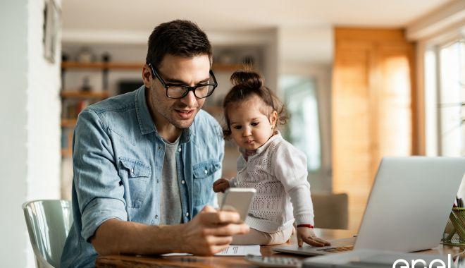 Foto: Enel vine în sprijinul clienților cu servicii digitale pentru gestionarea facilă a facturilor și a datelor din contract, din confortul propriei locuințe