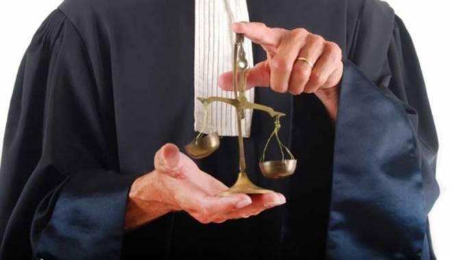 Foto: La ce vârstă se vor pensiona avocaţii şi avocatele