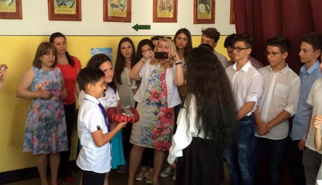 """Foto: Lacrimile despărţirii, la Şcoala """"Mihail Koiciu"""""""