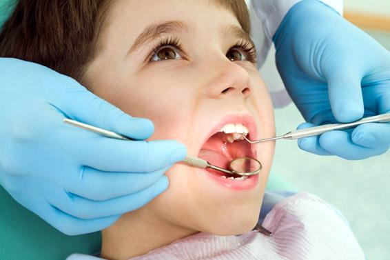 Cum îl scăpăm pe cel mic de teama de dentist - ladentist-1336143866.jpg