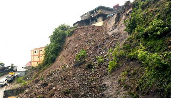 Foto: Cel puţin 26 de persoane, UCISE de alunecări de teren