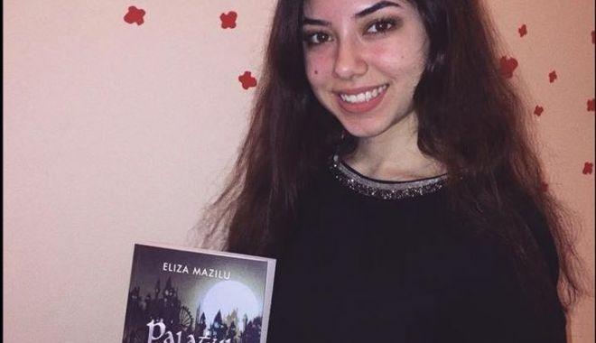 """Foto: Lansare de carte, la Liceul Internaţional: """"Palatul de spini"""""""