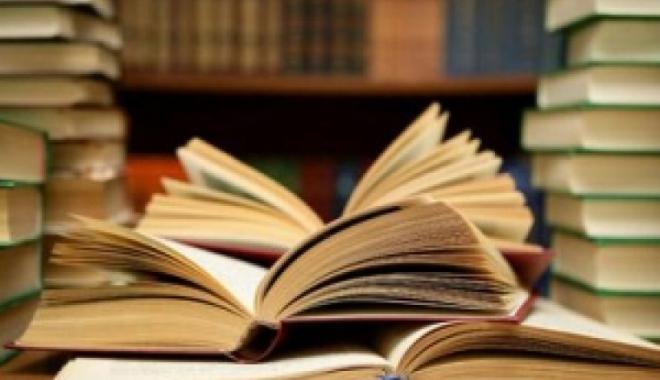 Foto: Lansare de carte dedicată învăţământului românesc