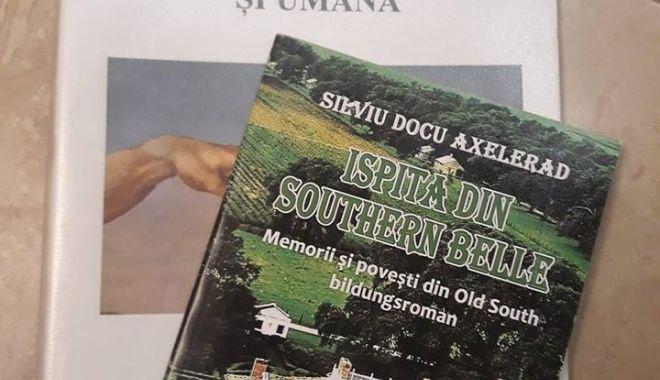 Foto: Lansare de carte. Elevul - romancier Silviu Docu Axelerad îşi prezintă noul volum