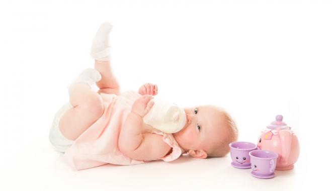 Ce lapte este indicat copiilor şi când se poate începe diversificarea alimentaţiei