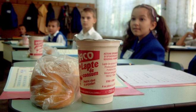 Foto: Fructe şi lapte pentru elevi, de peste 17,2 milioane de euro