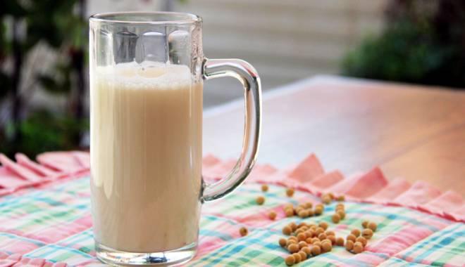 Foto: Laptele de soia, un pericol pentru consumatori?