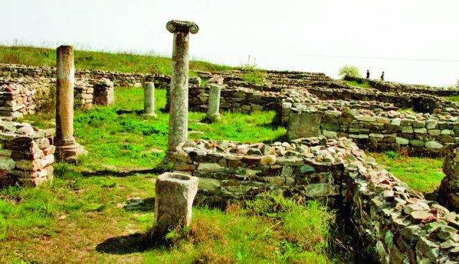 Foto: La ruinele cetăţii Histria
