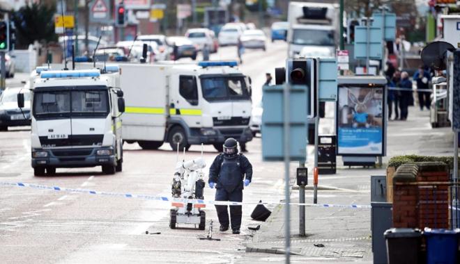 Foto: La un pas de tragedie! Bombă descoperită  în apropierea unei şcoli din Irlanda de Nord
