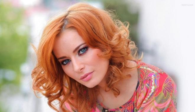 Laura Cosoi debutează  în dublajul de film ca Harley Quinn - lauracosoi-1486646987.jpg