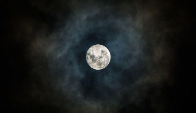 Foto: FENOMEN SPECTACULOS ÎN ROMÂNIA! Eclipsă totală de Lună