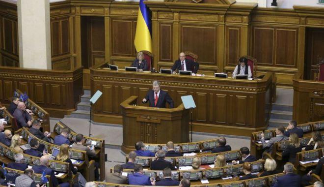 Foto: Legea marţială,  introdusă în Ucraina, pentru 30 de zile