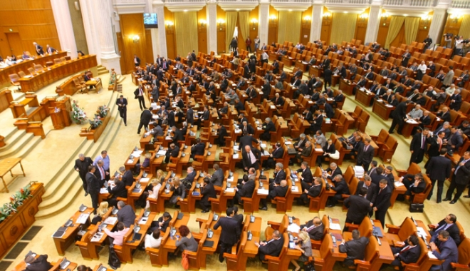 Foto: Modificarea legii privind organizarea referendumului, adoptată de Camera Deputaţilor