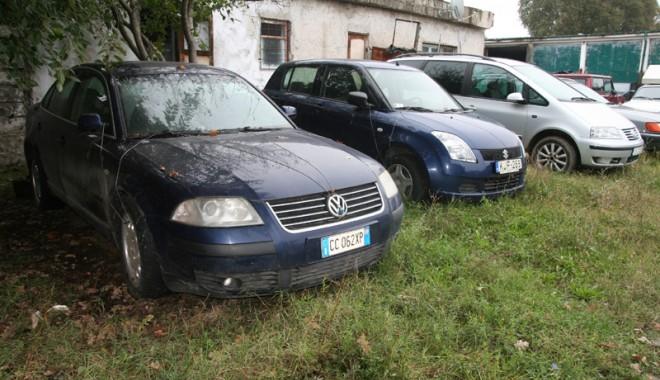 Foto: Poliţiştii constănţeni scot limuzinele confiscate la vânzare